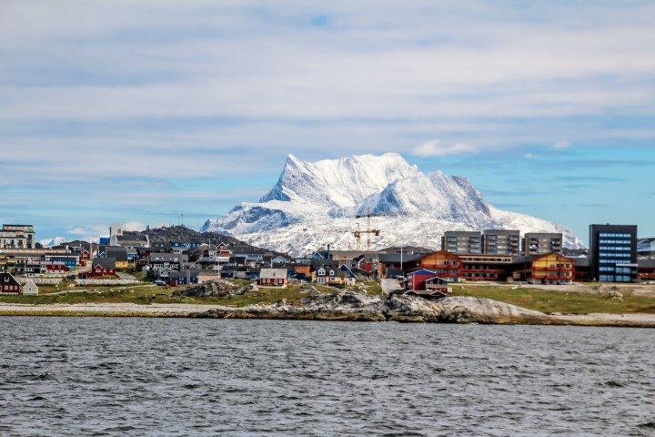mountain behind nuuk (Small)