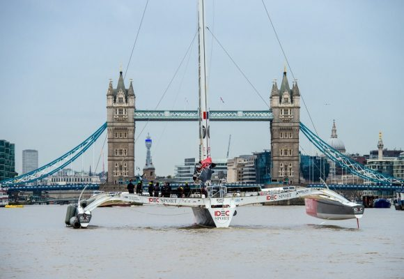 Trimaran breaks Tea Route speed record